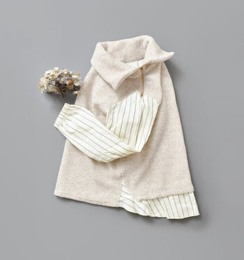 大人の冬コーデに欠かせないタートルネックデザインのトップスですが、ゆるっとオーバーサイズのアイテムを選ぶだけで今年っぽさがグッと高まります。  今回はそんな「ゆるタートルネック」を取り入れた大人コーデを、スカートとパンツのスタイル別にご紹介します♪