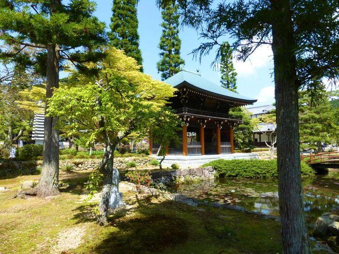 三田市の山間部、標高約500メートルの高原に建立された永沢寺は、1370年に開基された曹洞宗の仏教寺院です。