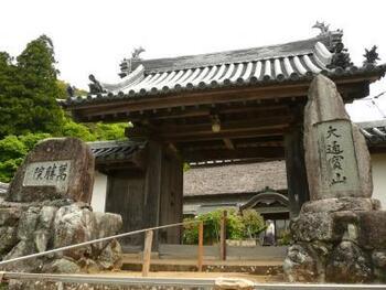 萬勝院は、奈良時代の高僧、行基によって、冨満高原の山頂に開基された仏教寺院です。
