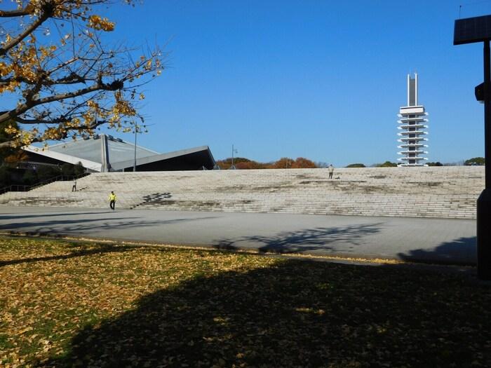園内にはオリンピックの記念碑も建っており、中央広場では大きなイベントも開かれています。運動系のイベントはもちろん、グルメイベントやフリーマーケットも賑わっています。