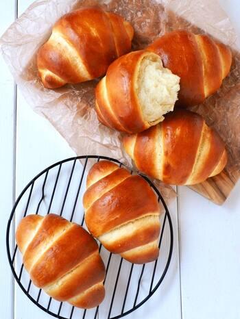 ロールパンの定番、バターロール。発酵なしで作るので短い時間で作ることができ、朝食にもぴったり。ロールパンならではのくるくると巻く工程を楽しんで♪