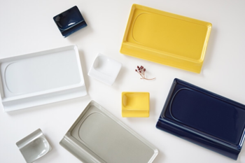 長崎県で生産されている波佐見焼。ビビットな黄色は食卓のアクセントになりますね。ロングタイプはワンプレートとして、洋食にも和食にも合わせられます。小皿は箸置きにしても◎