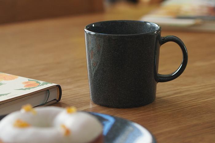 フィンランドの老舗テーブルウェアメーカー「イッタラ」のティーマのマグは、マグカップの基本ともいえるシンプルで使い勝手のいいアイテムです。レンジ・食洗機OKなのはもちろん、オーブンにも使えますので、マグ料理の幅もぐんと広がります。
