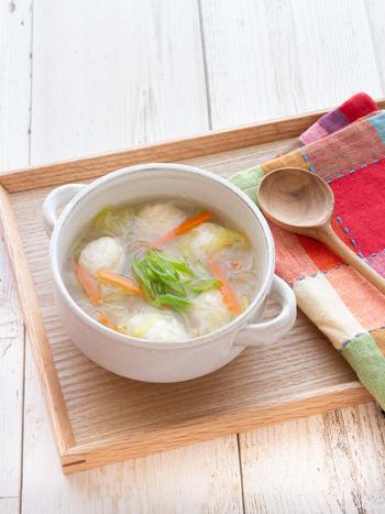 あっさり味が美味しいヘルシースープ。豆腐入りの肉団子は柔らかくて食べやすくなっています。塩麹で味つけすることで、さらに消化吸収しやすくなりますよ。なければ塩こしょうで味つけも◎。