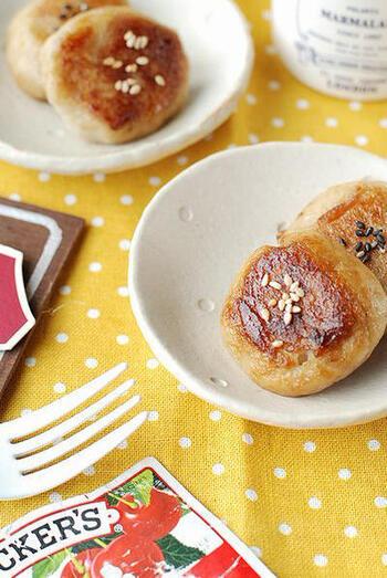 里芋のあのネットリとした食感をそのままに、お餅に仕上げた一品。甘辛いタレに加えたバターが、たまらなく美味しいんです。お弁当のおかずにも◎。