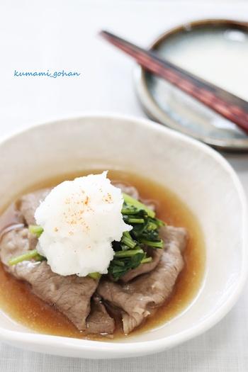 肉豆腐は少し重い…と感じるなら、あっさりめのこちらのレシピを。出汁を活かした優しい味つけで、かなり食べやすくなっています。柔らかいお肉に、野菜を巻いて召し上がれ。