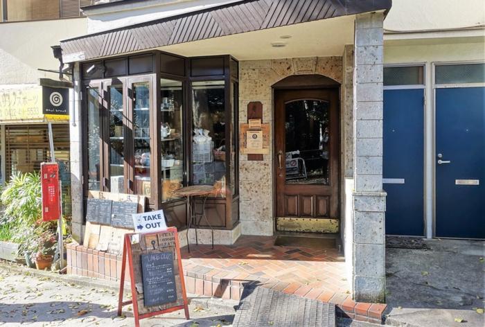 吉祥寺駅公園口から歩いて6分ほどのところにあるチャイの専門店「chai break」は、井の頭公園のすぐそばにあり、閑静な住宅街にぽつんとある小さな喫茶店風のお店となっています♪