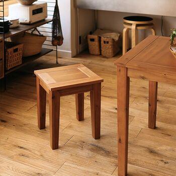 【 ダイニングスツール Gracia(グラシア) 】 ダイニングチェアよりも手軽だけれど、しっかりと存在感のある可愛いスツールです。コンパクトなので、使わない時はテーブルの下にすっぽり収まるのも便利ですね。