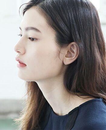 美白ではない、適度な透明感と適度なハリを携えた肌は、思わず触れたくなる柔らかな魅力を放ちます。