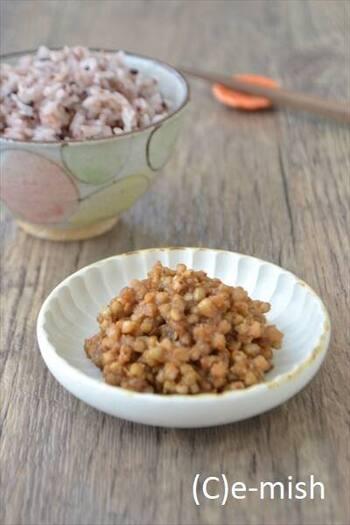 そばは、麺だけでなく、そばの実としても楽しめます。こちらは、炊いたそばの実に味噌を合わせた、香りのいいそばの実味噌。ご飯にのせるのもよし、田楽や冷奴、サラダなどいろいろな使い方ができますよ。