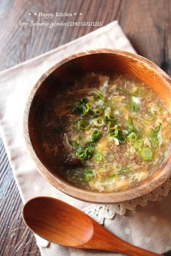 酸味のあるスープが好きな方には特におすすめ♪お酢の入った卵スープです。お酢は一番最後に加えましょう。お好みでお酢の量は増やしても良いのだそう。二日酔いのときにもおすすめしたいスープです。