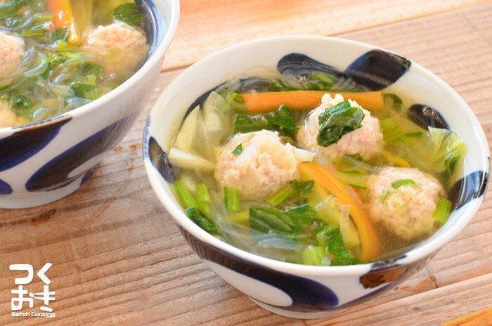 作り置きしておいた鶏だんごと温野菜を使ったお手軽スープ。お湯を沸かして温めるだけでできるので、仕事で疲れて帰ってきた日もササッとできます。