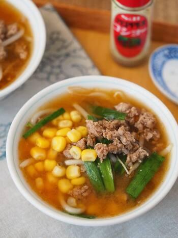 ご飯がすすむ、具だくさんの札幌みそラーメン風のスープ。仕上げにトッピングしたコーンがラーメンっぽさをアップさせていますね。