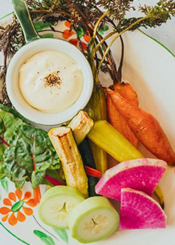 豆腐も、毎回同じような食べ方では飽きますね。たまには、ディップなどいつもと違う楽しみ方もおすすめ。野菜もたくさん食べられ、作り方も簡単です。