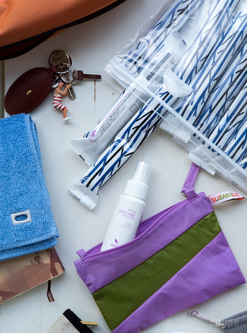 手や口元を拭いたり、あると便利なウェットタオル。おしゃれなパッケージのこちらは、除菌消臭剤のA2care「肌用のスキンケアソリューション」が染み込んだアルコールフリータイプです。