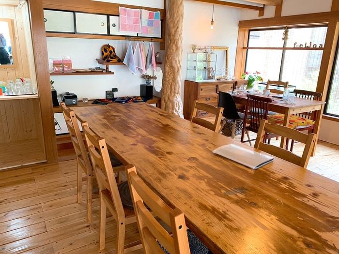 店内は、木をベースにした清潔感のある空間。古民家ならではの居心地の良さで、時間を忘れてのんびりと過ごせそうですね。