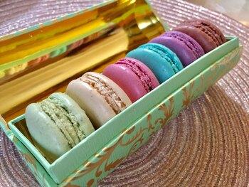公式のオンラインショップから、チョコレートやマカロン、紅茶など様々な商品が購入できます。WEBサイトはデザインや写真もかわいくて、見ているだけで癒されます。
