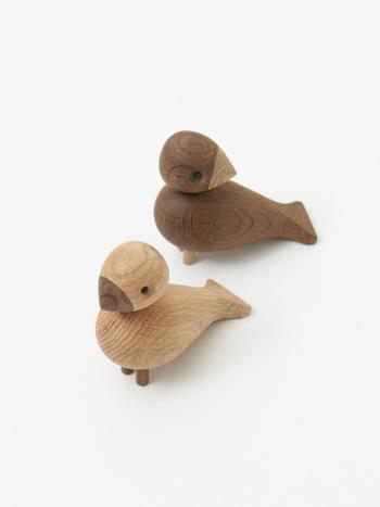同じくカイ・ボイスンがデザインした愛くるしい木製のペアの小鳥「Lovebird(ラブバード)」。カイ・ボイスンが生前に暮らしていた、コペンハーゲンのお家の庭に集まる可愛らしい小鳥たちからインスピレーションを得て生まれたと言われています。
