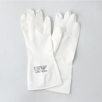 手の乾燥が気になり始めたら、食器類の洗い物やお掃除をするとき、ゴム手袋をつける習慣をつけてみましょう。水や洗剤からの肌への刺激を減らすことができます。