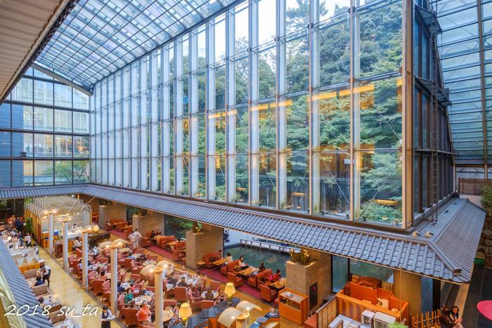 続いては目黒の「ホテル雅叙園 東京」の中にあるカフェラウンジ「パンドラ」です。庭園の眺めやピアノの生演奏などを楽しみながら、優雅なひと時が過ごせる場所です。