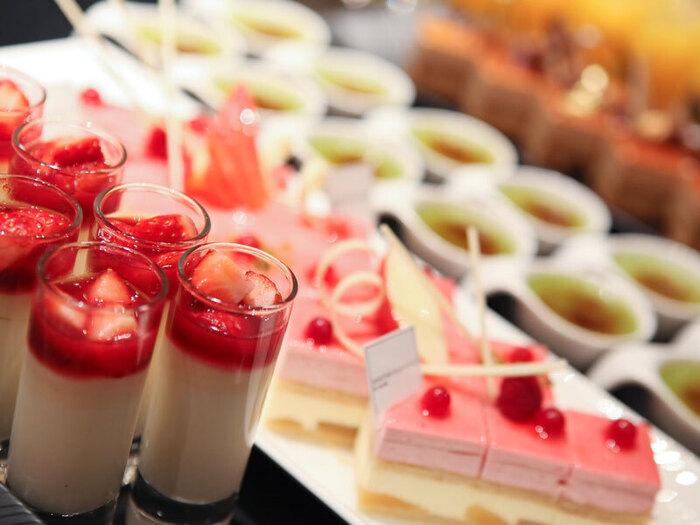 おすすめは平日限定の「デザートブッフェ」!ストロベリー、チーズデザート、チョコレートなど、季節ごとにテーマを変えて開催されています。それぞれのデザートは見た目も美しく、うっとりしてしまいます*