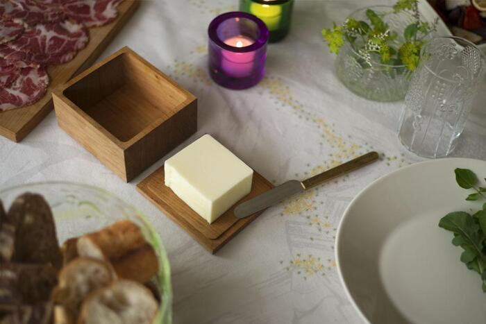山桜の木を使ったバターケース。食卓にそのまま出しておくだけでおしゃれです。サイズが3種類あり、バターの大きさや使い方によって選べます。いつもの朝食が特別な時間になりますよ。