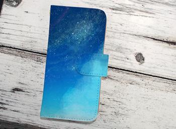 星空を手のひらに収められるスマホケース。ブルーのグラデーションが綺麗ですね♪可愛すぎず、幻想的なデザインが魅力です。