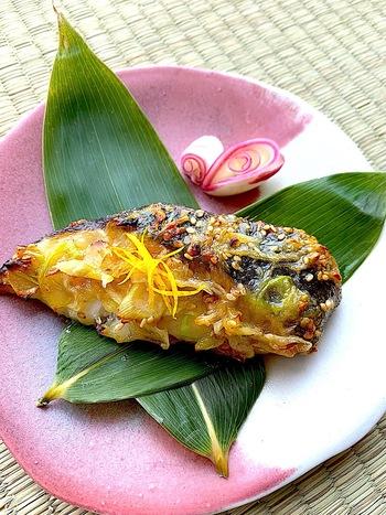 魚料理もひと手間加えて旅館風にアレンジしましょう。白身魚の銀ダラ以外にも、鱈や鮭でもおいしく作れます。ゆずと香ばしい味噌の香りを楽しめる一品ですね。