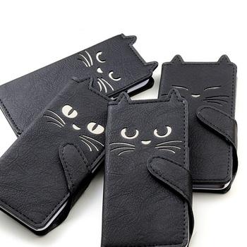 愛らしい表情と、耳やベルト部分の尻尾まで再現された、猫好きにはたまらないケース。黒いレザーはかっこよさも感じます。4タイプありますが、どれも可愛くて迷ってしまいそう!