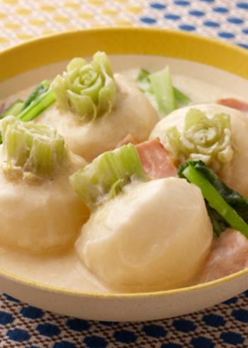 煮込まれたカブは、とろりとしてクリーミー。温かさが体と心にしみる冬におすすめのひと皿です。野菜とは思えない、メイン級の存在感を満喫しましょう。