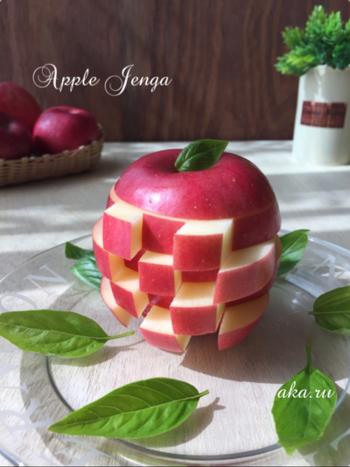 切ったりんごを互い違いに差し込むだけ。こんなに楽しいりんごのジェンガが簡単にできます。パーティーの食卓が楽しく盛り上がりそうですね。ぜひ覚えておきましょう。