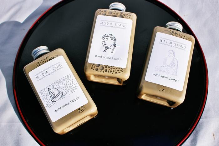 """こちらがおススメの""""贅沢ほうじ茶ラテ""""です。焙煎した茶葉をきめ細かく粉砕し配合しているのがおいしさの秘訣。鎌倉らしいパッケージもおしゃれで可愛いですよね*"""