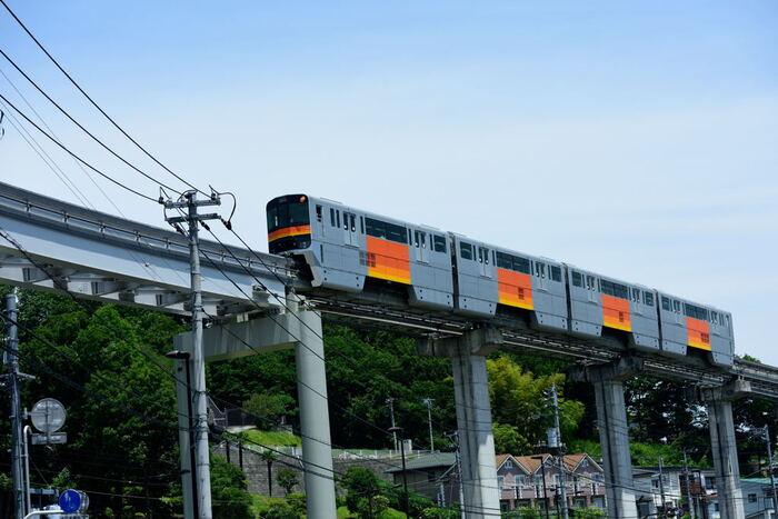 日野駅では、JR中央本線、京王線、多摩モノレール線の3つを利用できます。また、同じ日野市内である豊田駅は中央本線の始発・終点なので、住むエリアによっては通勤も楽ちん。快速や中央特快の停車駅でもあるので、新宿まで30分ほどでアクセスも可能です。