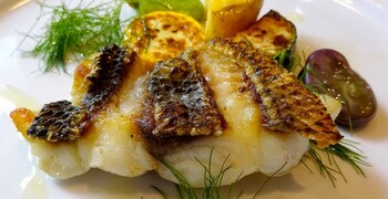 お腹に余裕があるなら、お魚orお肉がセットになったBランチがおすすめ。素材の美味しさを味わえる、大満足のメインディッシュは、見ても楽しい一皿です。