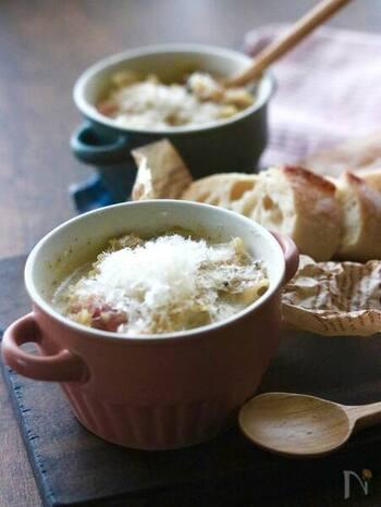 こちらは手作りのキノコペーストに、甘酒と牛乳(豆乳)を加えた濃厚&クリーミーなスープパスタです。短時間で簡単に作れるので、忙しい朝にもおすすめ。キノコペーストは作り置きしておくと、スープの他にリゾットやパスタなど様々な料理に使えて便利ですよ。