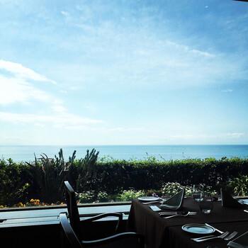 レストランのランチブッフェは、11:30~15:00まで(最終入店14:30)と長時間楽しめるのも魅力。 キレイな景色を眺めながらたくさんのお料理を心行くまで堪能できます。