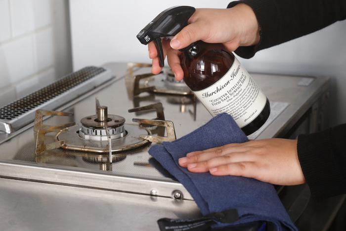 キッチン周りの油汚れなどを拭くのにウエスが大活躍します。床に調味料などをこぼした時にも拭いて捨てるだけなので楽ちんです。