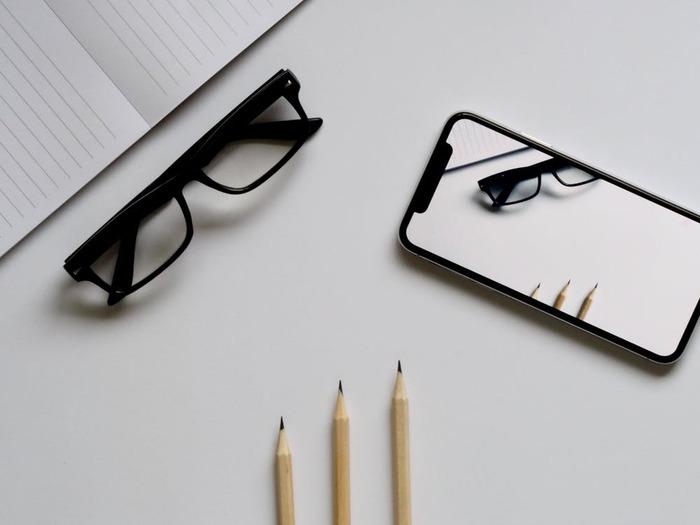 こちらの「シンプル日記」はパスコードロックで日記に鍵をかけられるほか、フォントを選んだり写真を貼ったりもできます。時間になると「書き忘れてない?」と通知が送られてくるように設定することも可能。これなら長く続けられそうですね。  直感的に操作でき、シンプルなデザインなのもうれしいポイントです!
