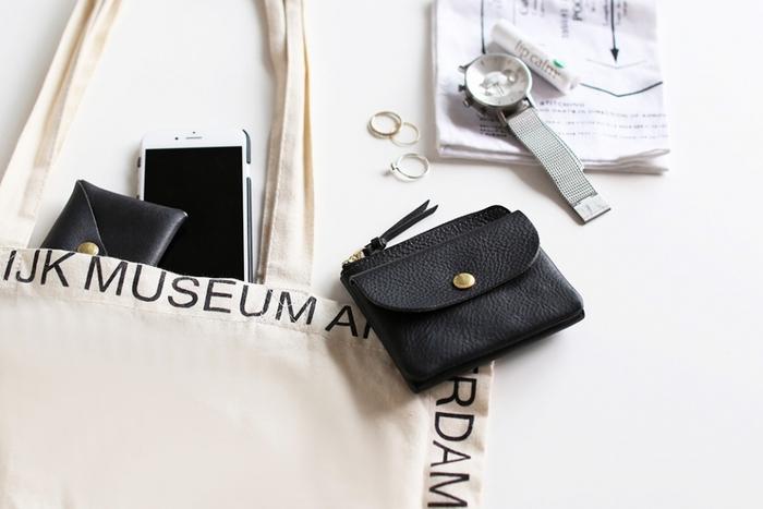 色々詰め込んでしまうお財布。カードや領収書など、入れるばかりで整理できなくなっていませんか?お財布を小さくすると、必然的に必要最低限のものが選ばれます。コンパクトなお財布で身軽な毎日を演出しよう。