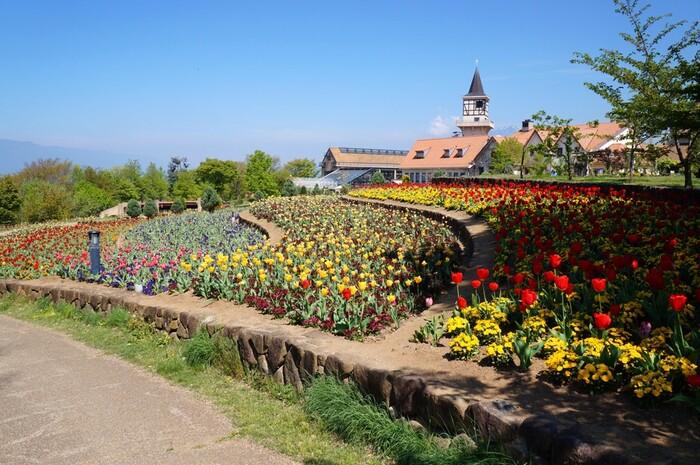 ハイジの村は、山梨県立フラワーセンター内にある花と星をテーマとしたスイスの童話「アルプスの少女」をイメージしたテーマパークです。