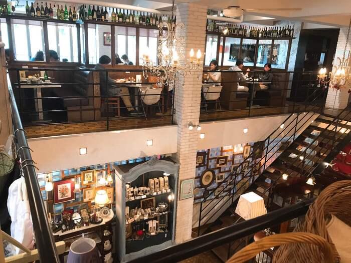 イタリアンレストラン「IL LEVANTE(イル レヴァンテ )」は1階を見渡す2階に。