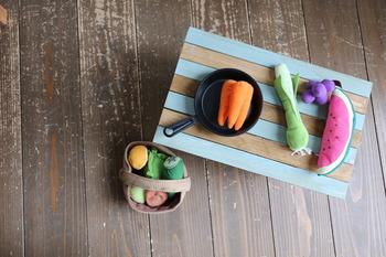 お子さん用のおままごとテーブルにしてもいいですね。お好みの色にペイントして、世界にひとつだけのオリジナルままごとテーブルを作っちゃいましょう♪