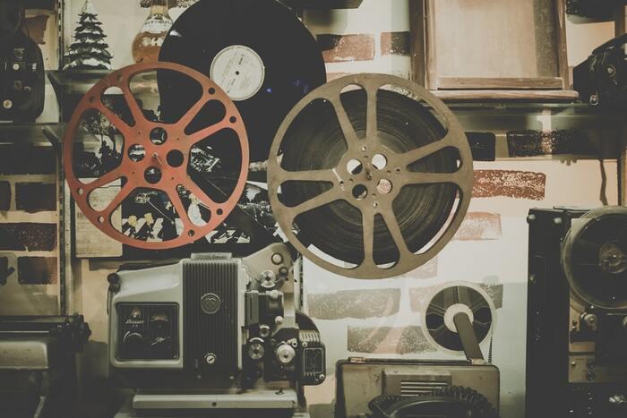 シチリア島を舞台にしたイタリア映画「ニューシネマパラダイス」。イタリアの名匠ジュゼッペ・トルナトーレが生み出した映画史に残る名作として、時代を超えて愛される作品です。