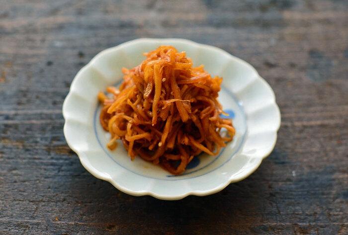 千切りにした生姜をさっと水にさらし、合わせ調味料で煮込みます。作り置きしておけば、ご飯のたびに生姜をたっぷり摂ることができ、冬の健康管理にプラスになります。冷え性の方にもおすすめです。