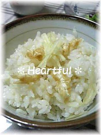 生姜たっぷりの、おかわりしたくなる炊き込みご飯。ご飯に混ぜれば生姜を効率的に摂ることができ、冬の健康に役立ちそうですね。おにぎりにしてもおいしそう。