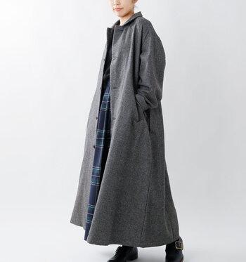"""今年の冬コートは、引き続き""""ゆったり感""""がキーワード。オーバーシルエットぎみでもだらしなくならないように、ポイントを押さえてメリハリのある着こなしを目指しましょう。"""