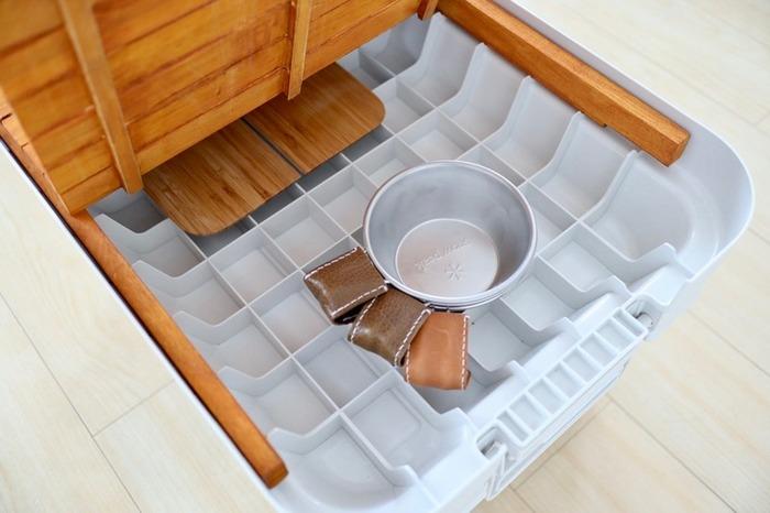 テーブルとして使用する時は、天板の下に小物を収納できたりして便利です。バーベキューやキャンプの時活躍しそうですね!