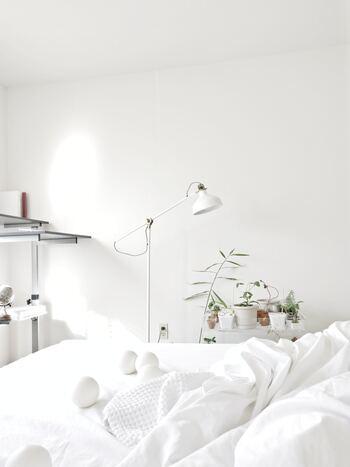 心地よい眠りにつくためのヒントとして、寝る1時間前までにはお風呂でしっかり温まること、就寝前には食事を控えること、自分にあった寝具を用意すること。ストレッチやヨガでリラックス状態をつくるのもおすすめです◎