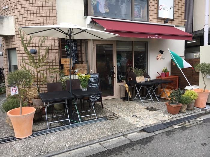海に行く途中の下馬近辺から駅近に移転され、さらに人気店になっているイタリアン「オステリアジョイア」。鎌倉駅のホームから見える場所にあるので、気になっていた方も多いのではないでしょうか?