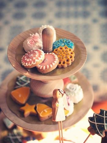 アイシング用のクッキーを用意しておいて、みんなで仕上げのアイシングを楽しむ、というのはいかがでしょう。自由な発想でいろいろな柄を描いて、出来上がりを披露しえば、その場の雰囲気が明るくなって、盛り上がりますよね。  ところどころでお客様が受身ではなく、参加型で楽しめるように気を配ると、ぐっと思い出が深まります。